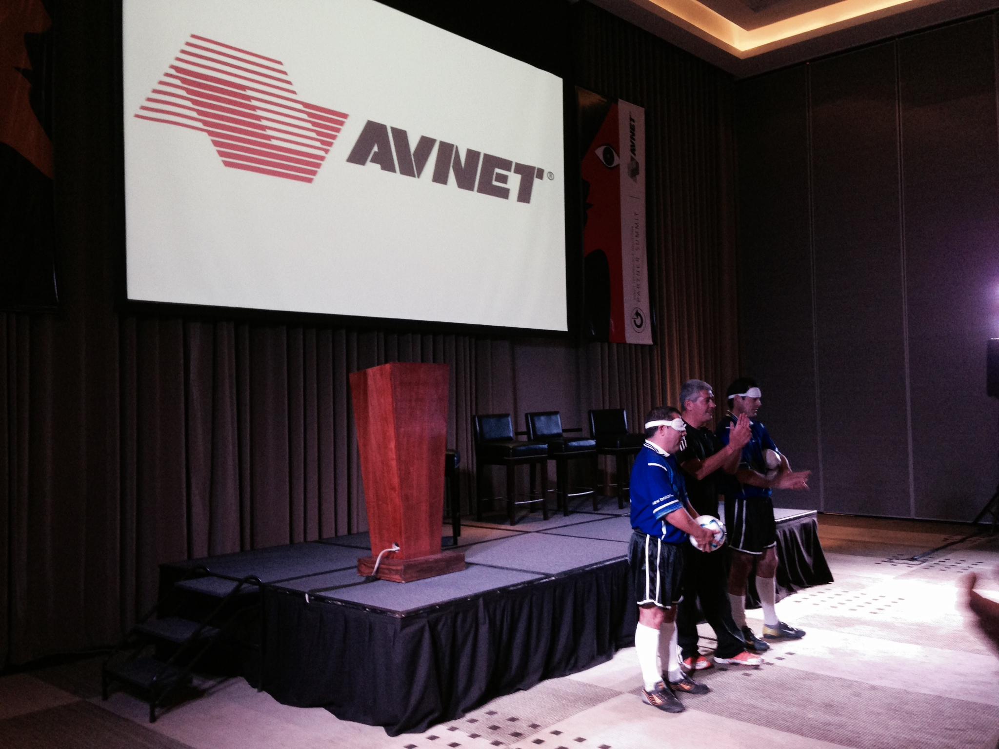 "EVENPRO junto a Enrique Nardone en conferencia ""confianza Ciega"" para Avnet"
